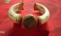 I am selling antique good looking old bracelet made in