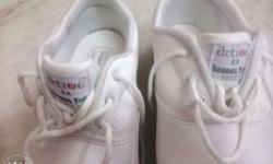 sport shoes white new size 9 new