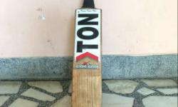 Ton Cricket Bat in excellent condition. Very light