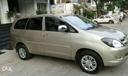 Innova G4(( 8seater)) gold metallic colour hyderabad