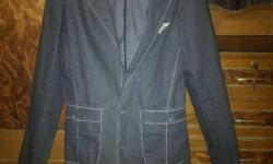 Wrangler blue denim blazers of size M worth 4000 at a
